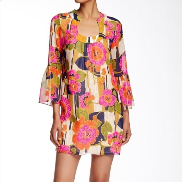 Trina Turk Dresses & Skirts - Trina Turk Bell Sleeved Floral Dress